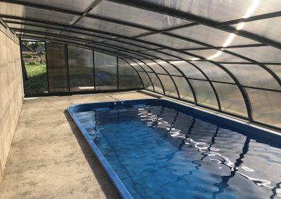 Zastřešení bazénu Poolor Wall antracit - kouřový polykarbonát